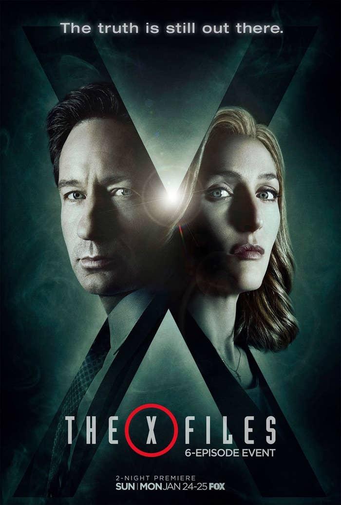 ¿Por qué no la podrás dejar de ver? Mulder y Scully regresan (14 años después ¡!) para seguir buscando la verdad sobre la existencia de extraterrestres y las conspiraciones que los ocultan. ¿Mencioné que MULDER Y SCULLY REGRESAN? Si te gustó la serie en su momento, o alguna de las películas, ya sabes por qué emocionarte, si no, tal vez es momento de que te vuelvas fan.¿Cuándo se estrena?25 de enero en Fox.
