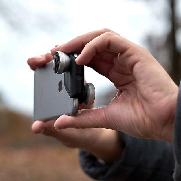Este sistema de lentes Olloclip 4 en 1 ($80) para tus cámaras frontal y trasera.