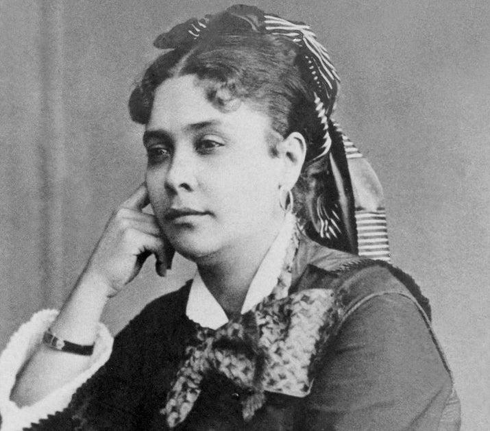 A compositora Chiquinha Gonzaga, autora de mais de duas mil músicas de gêneros diferentes, foi a primeira mulher a reger uma orquestra no Brasil.Francisca Edwiges Neves Gonzaga também envolveu-se com a política, militando em prol da abolição da escravidão e pelo fim da monarquia.