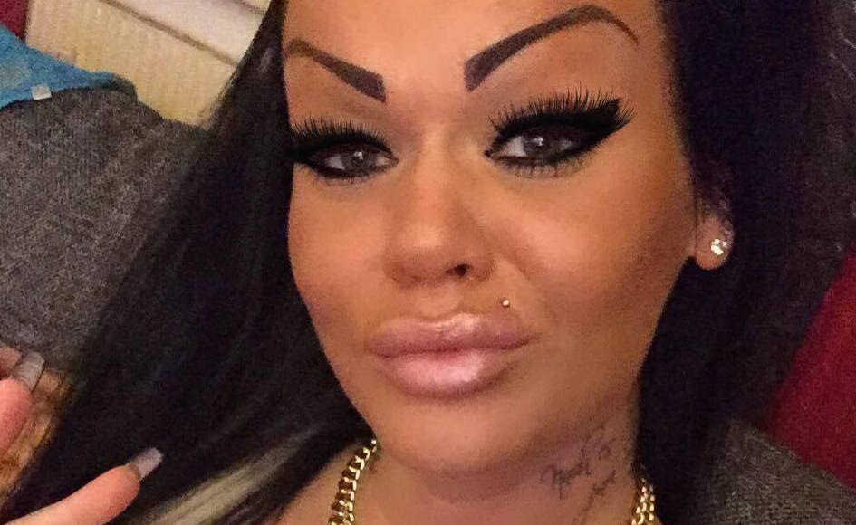 People are bullying this woman on facebook after pictures for Tattooed eyebrows tumblr