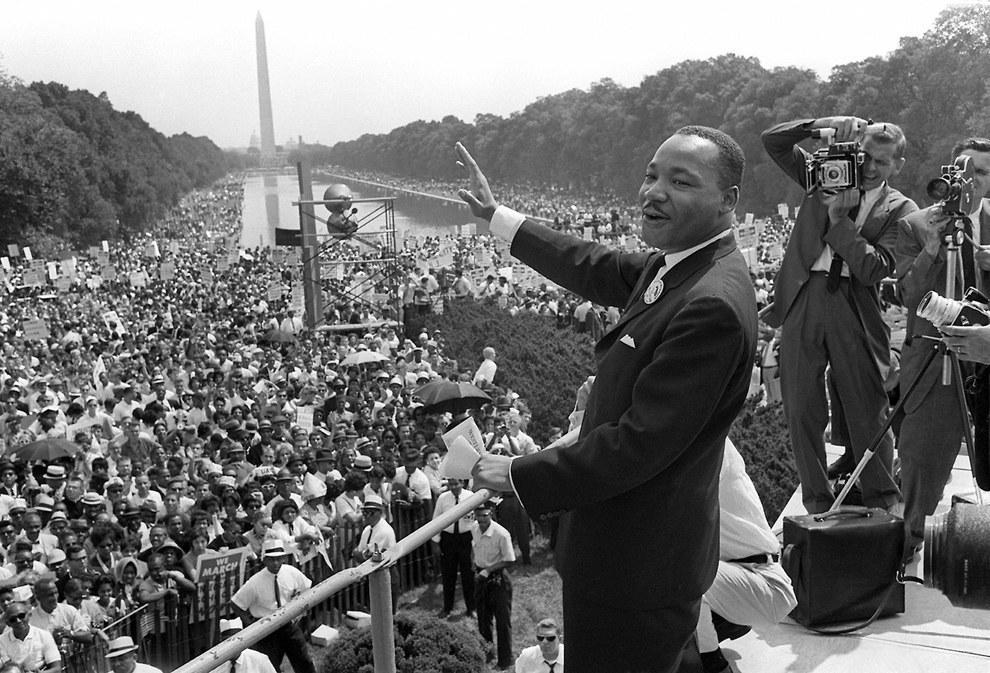 """Martin Luther King Jr. después de dar su discurso de """"Tengo un sueño"""" en 1963."""
