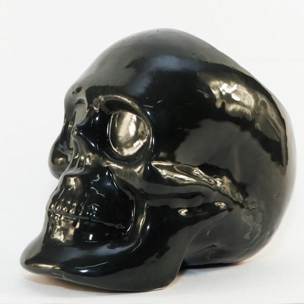Esta maceta para adornar tu casa, recitar cual Hamlet y perderte en el vacío de una existencia efímera y sin sentido.