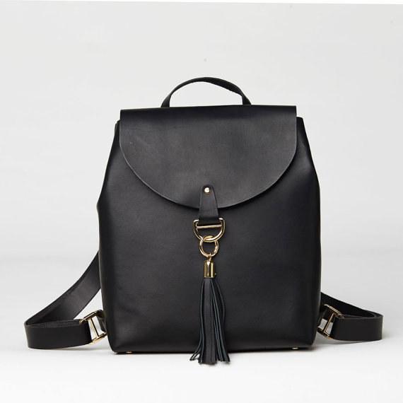 Una mochila minimalista y sofisticada para cargar todo el peso del mundo en tus hombros.