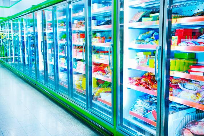 Os cuidados de armazenamento dos dois são basicamente os mesmos, mas os produtos resfriados sofrem mais do que os congelados.