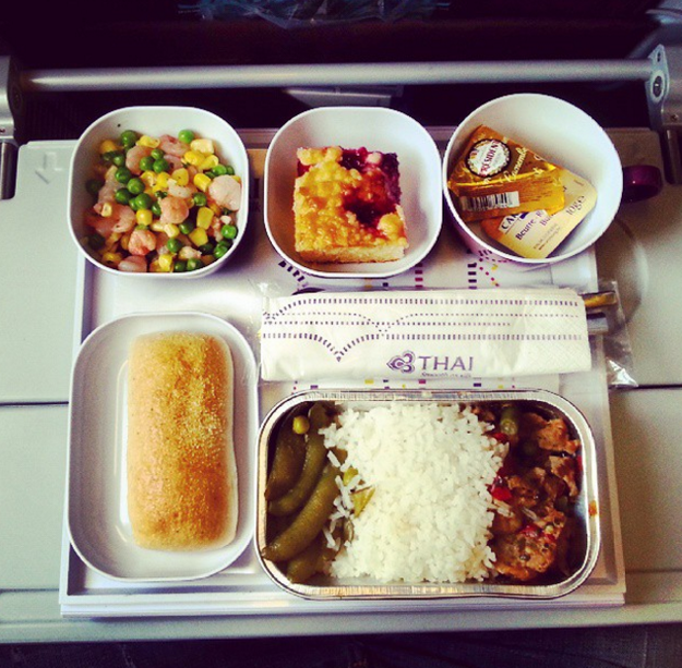 Airplane food in economy vs first class on 20 airlines for Air thai cuisine