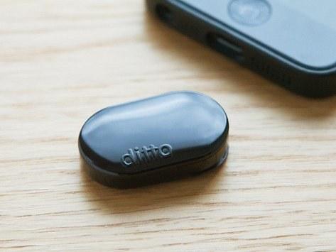 El notificador portátil Ditto ($39.95) que vibra cuando ciertas personas te escriben.