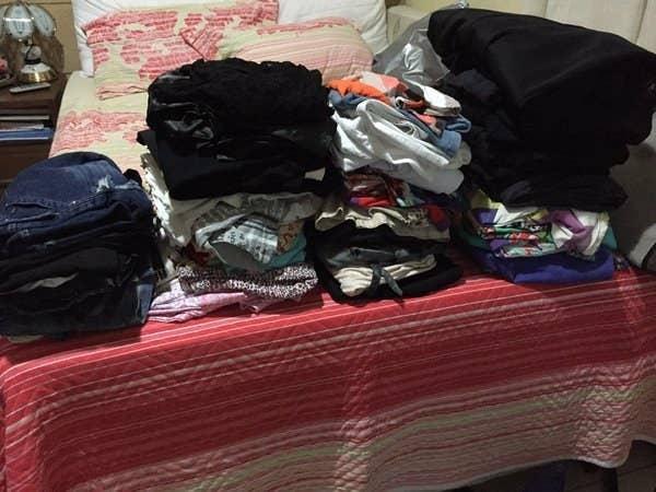 O Exército de Salvação busca o que você quiser doar onde você estiver. Outra entidade que encaminha roupas que não têm mais uso para você são a Apae (Associação dos Pais e Amigos dos Excepcionais) e o hospital Albert Einstein, em São Paulo, também recebe doações.