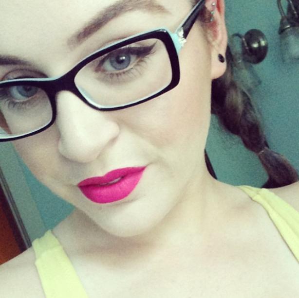 Resultado de imagen para maquillaje con lentes