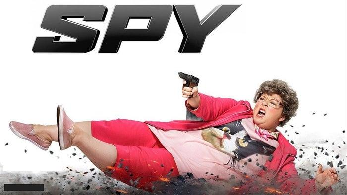 Parodie hilarante des films d'espions, Spy est l'une des meilleures comédie de l'année, avec une quantité incroyable de répliques cultes et de scènes d'actions jouissives. Le film renverse les clichés en donnant enfin à Melissa McCarthy le rôle qu'elle méritait: celui d'une femme badass et pleine de confiance en elle, alors que tout le monde la sous-estime. Melissa McCarthy, évidemment, y est excellente, tout comme Jason Statham qui joue un espion ultra-arrogant et lourdingue.