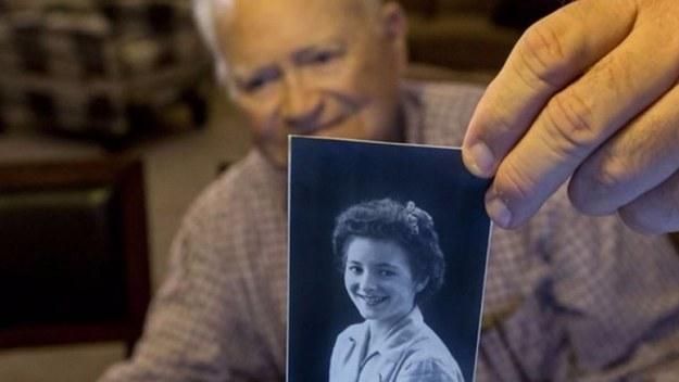 Norwood Thomas et Joyce Morris se sont rencontrés pour la première fois à Londres en 1944, juste avant le Débarquement. Ils ont vécu une brève romance avant que Norwood Thomas ne soit envoyé en Normandie, mais ils ne se sont jamais oubliés.