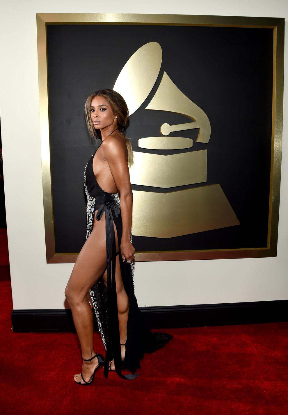 Ciara, sí hace calor en los premios pero tampoco es para ir desnuda.