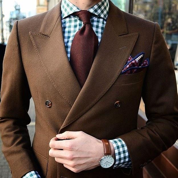 Si es primavera o verano elige una corbata de algodón y telas ligeras.