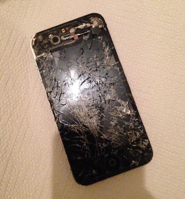 Este teléfono destruido.