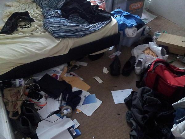 Esta habitación asquerosa.