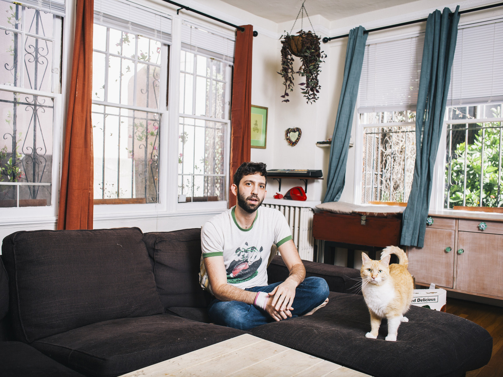 Photos Of Grown Men With Cats That Will Make Your Heart Explode