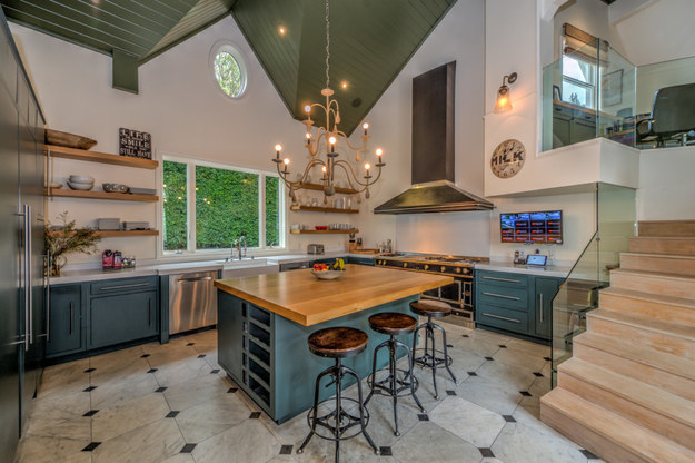 Think of all the amazing dinner parties you could host with this kitchen.