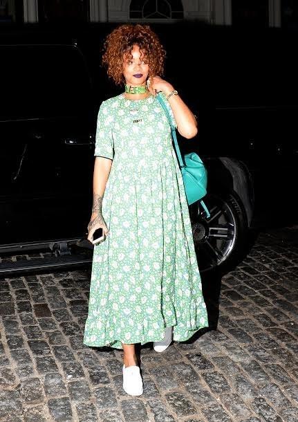 Rihanna s'habille comme ça.