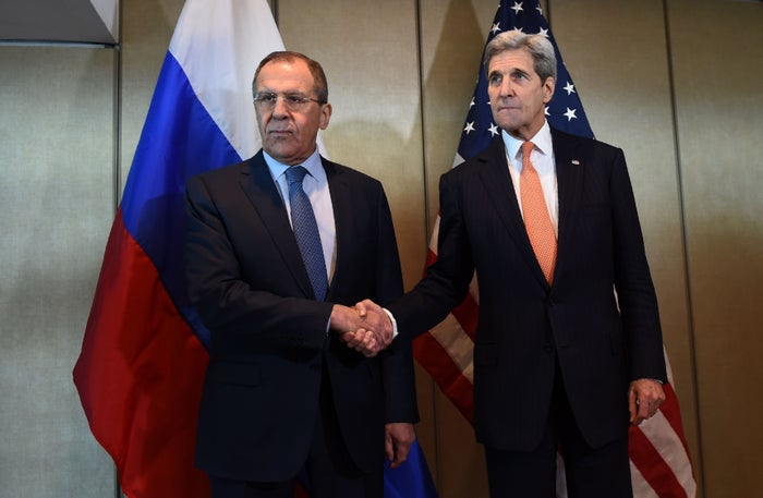 Russian Foreign Minister Sergei Lavrov (L) and US Secretary of States John Kerry.