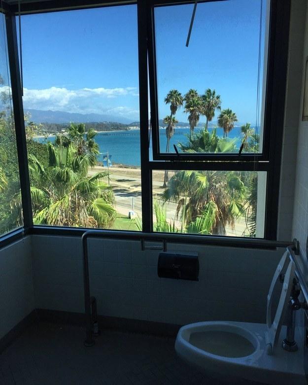 Este lugar mágico na Universidade da Califórnia, em Santa Bárbara: