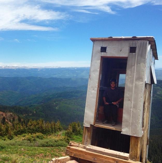 Precariamente equilibrado em uma montanha no Colorado:
