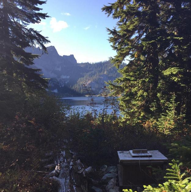 Isolado no lago da neve, em Washington: