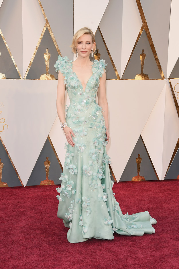 Cate Blanchett just walked the Oscars red carpet wearing Armani, and she looks like a spring goddess come to life.