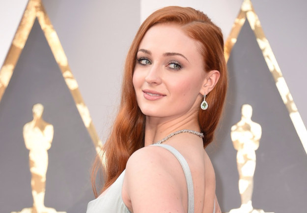 Sophie Turner, known to many as Sansa Stark from Game of Thrones, attended last night's Oscars and she might've dropped some deets on what's going on with her character in the HBO series.