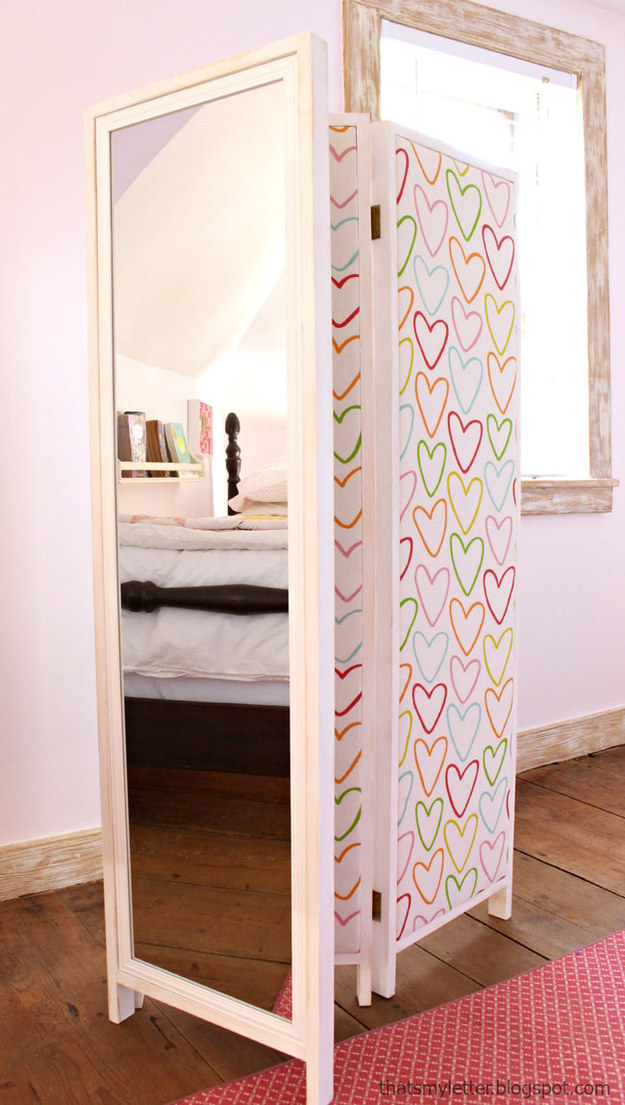 This darling divider that doubles as a mirror: