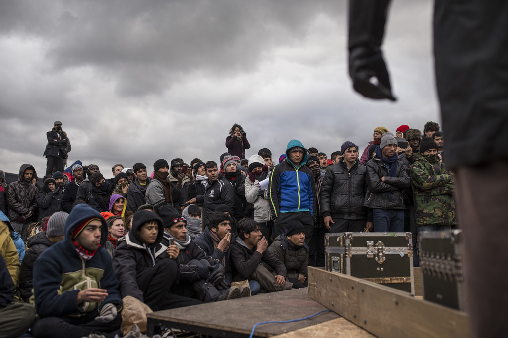 """Shakespearean Actors Performed """"Hamlet"""" For Refugees In Calais"""