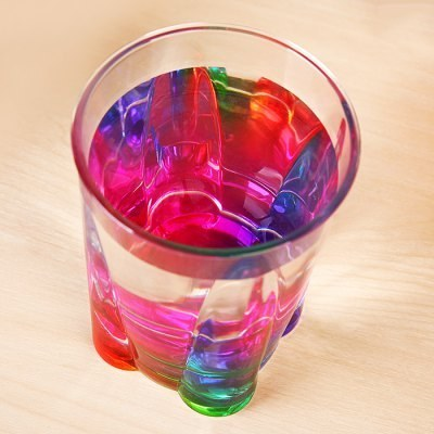 This cup that makes your drinks look more colorful.
