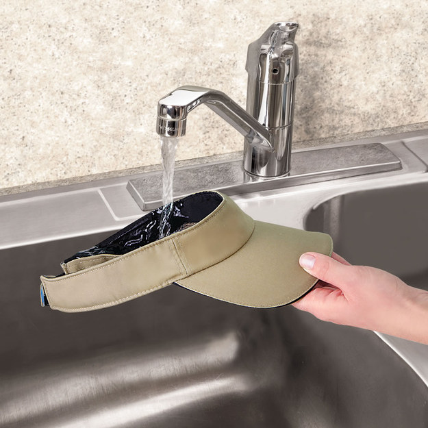 This visor that keeps your head cool by retaining cold water.