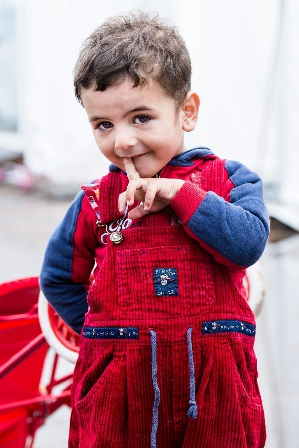 On 5 November 2015, Mohamed (2) one of three brothers who are refugees from the Syrian Arab Republic in a temporary tented camp for refugees run by Johanniter in Cologne