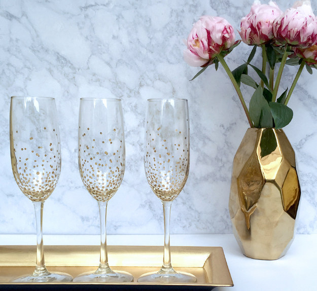 And don't forget to pop champagne with these DIY flutes.