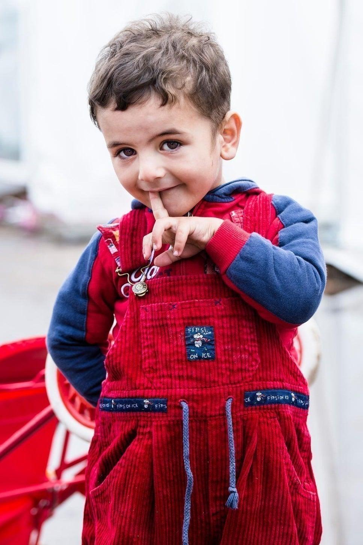 2015年11月5日ケルンにて。Johanniterが運営する仮設テントキャンプにいたシリア・アラブ共和国難民の3人兄弟の1人、Mohamed (2)