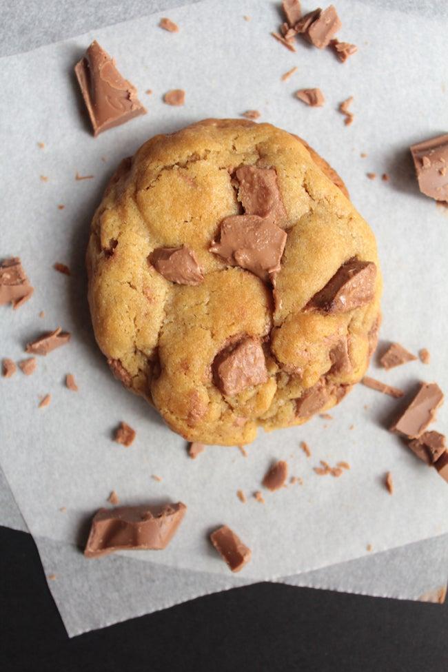 galleta con trozos de chocolate