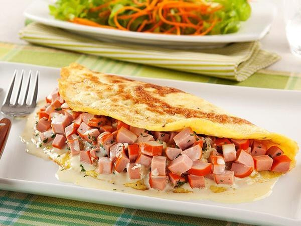 Não tem presunto para fazer omelete? Enfia salsicha!