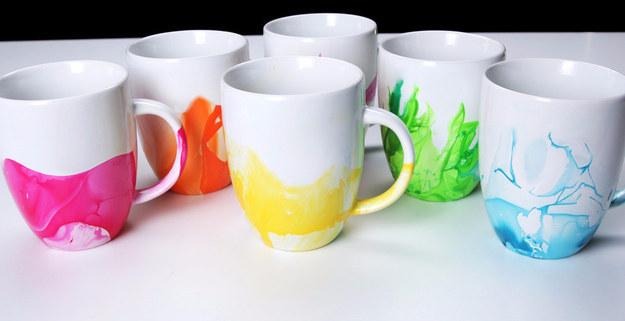 Este diy para pintar una taza de cer mica lo es todo - Tazas decoradas a mano ...