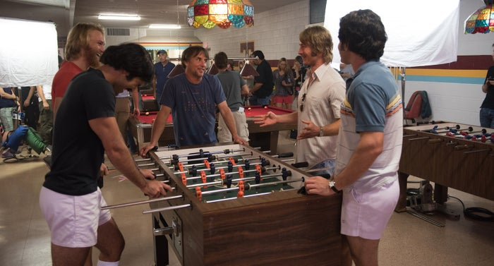 Tyler Hoechlin, Wyatt Russell, director Richard Linklater, Glen Powell, and Forrest Vickery on the set of Everybody Wants Some!!