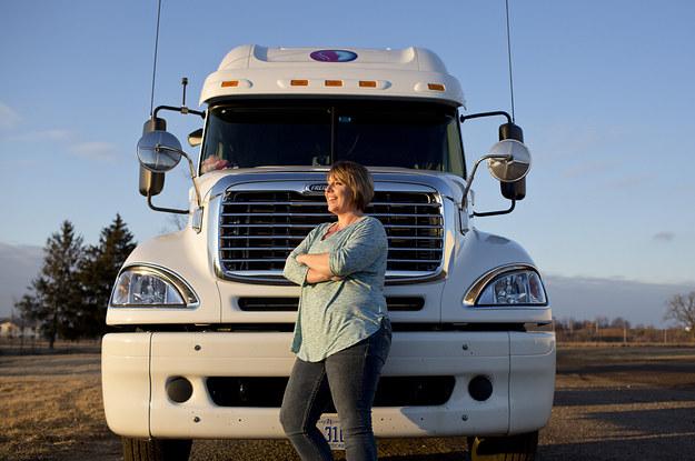 Trucker rmale road sex signal
