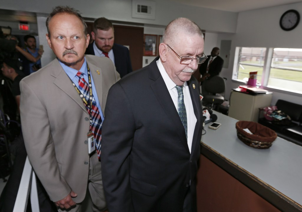 Oklahoma Grand Jury Issues Critical Report After Execution Mistakes