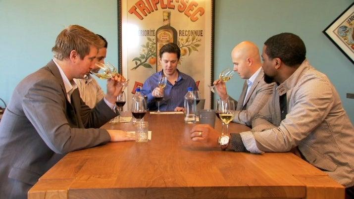 ¿Qué necesitarías para convertirte en un maestro sommelier? Este documental narra la historia de cuatro candidatos norteamericanos que intentan pasar el examen para obtener el título más codiciado en el mundo vinícola.