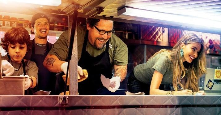 Carl Casper (Jon Favreau) es un aclamado chef que está al borde de una crisis. Después de renunciar a un trabajo donde no tenía libertad creativa, decide reinventarse y comprar un food truck con la ayuda de su ex esposa (Sofía Vergara), su hijo y sus amigos.