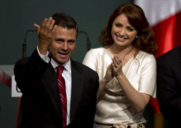 En México trabajó durante tres años con el Partido Revolucionario Institucional y su candidato presidencial en 2012, Enrique Peña Nieto.