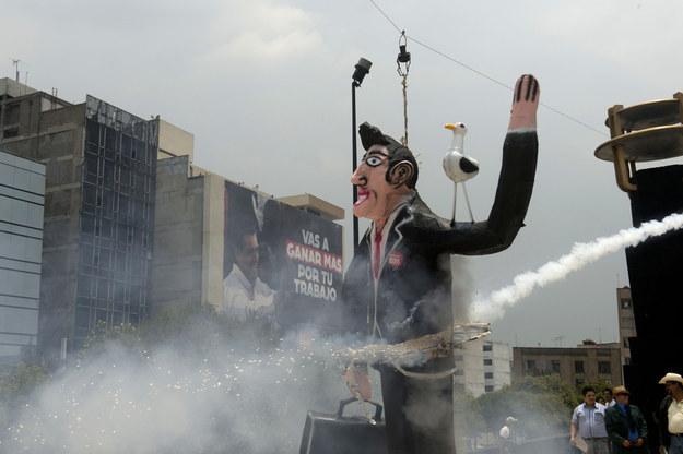 """El artículo, firmado por los periodistas Jordan Robertson, Michael Riley y Andrew Willis afirma que la campaña presidencial de México en 2012, fue """"una de las más sucias de América Latina en los últimos tiempos""""."""