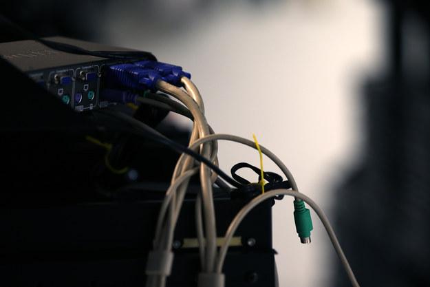 Actualmente, Sepúlveda cumple una condena de diez años en Colombia por uso de software malicioso, conspiración, violación de datos personales y espionaje.