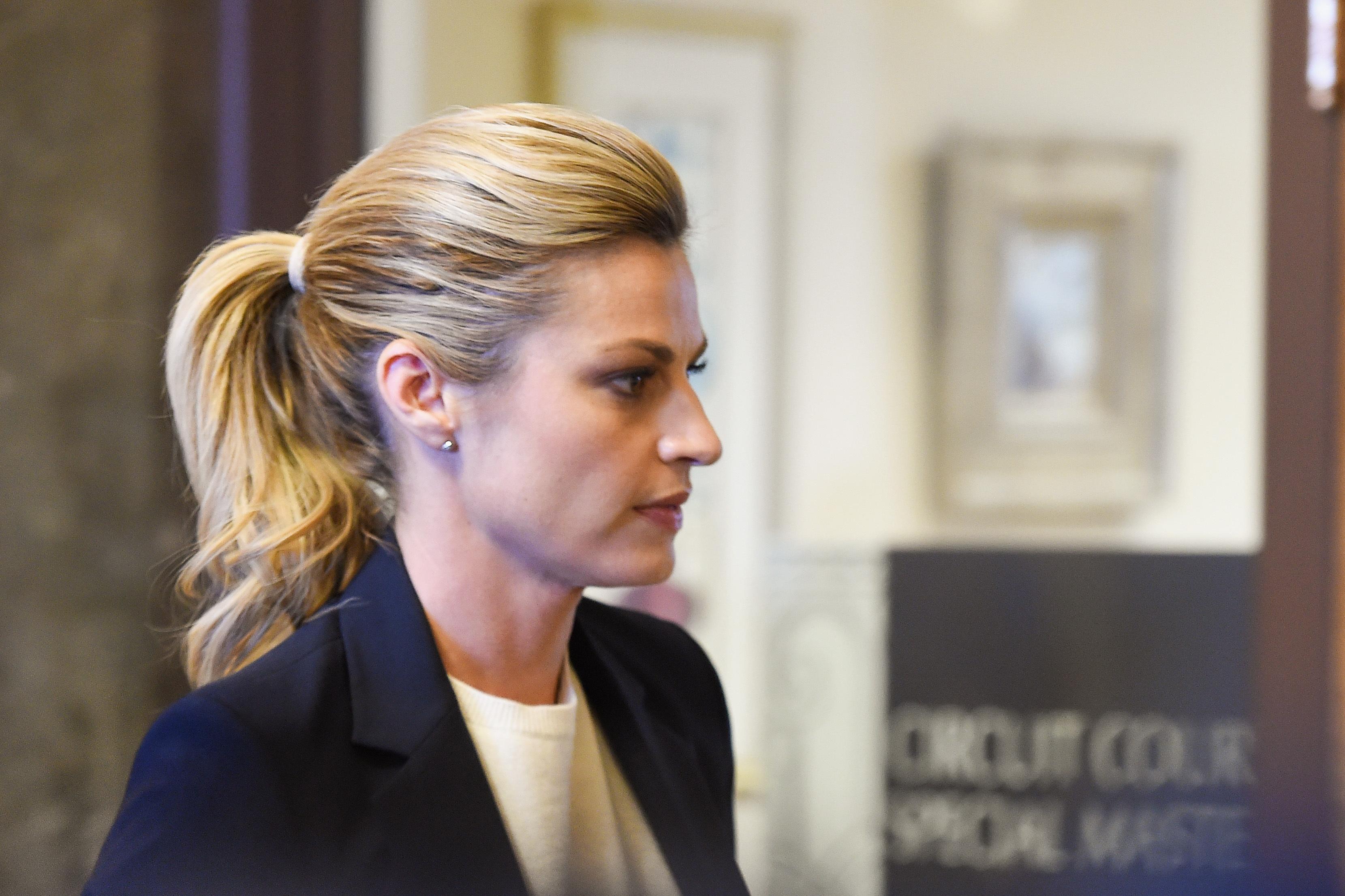 Erin Andrews nude video lawsuit: Jury begins deliberations
