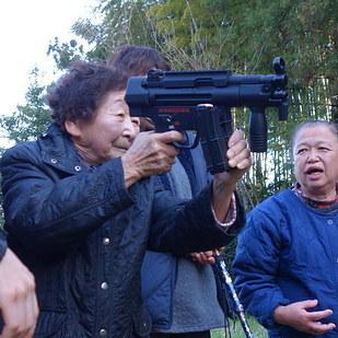 先日話題になった神奈川県伊勢原市の「サルの撃退実習」。