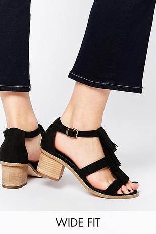 The Most Comfortable Shoes For Big Wide Flat Feet
