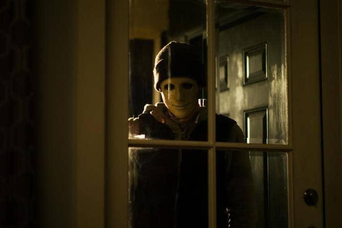 The masked killer (John Gallagher Jr.) in Hush.