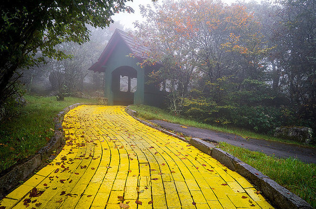 Eerie Images Show An Abandoned Wizard Of Oz Theme Park